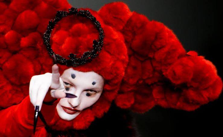 Espectacular desfile del diseñador Hu Sheguang en La China Fashion Week