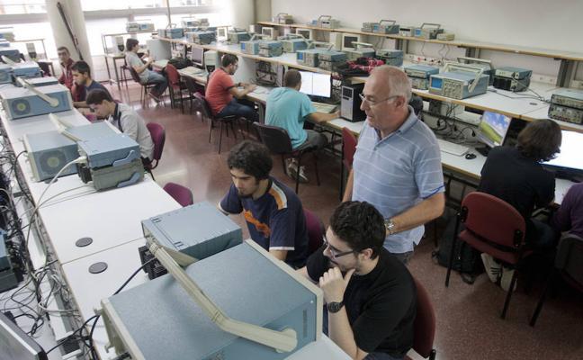 La falta de profesoras en algunas carreras impide la prometida paridad en UMA