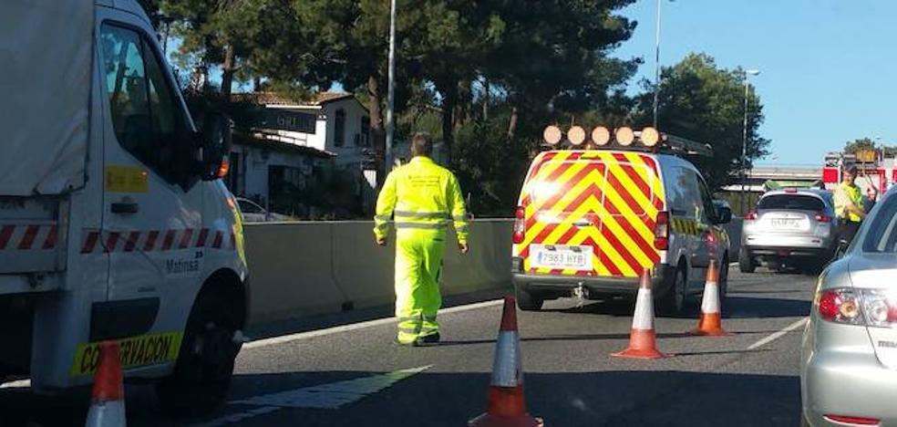 Dos heridos en una colisión múltiple a la altura de Las Chapas en Marbella