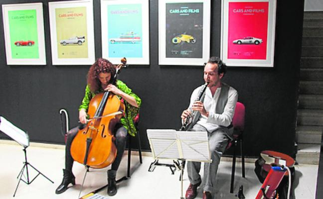 GALERÍA CENTRAL. Ilustraciones de vehículos icónicos, en 'Cars and films'