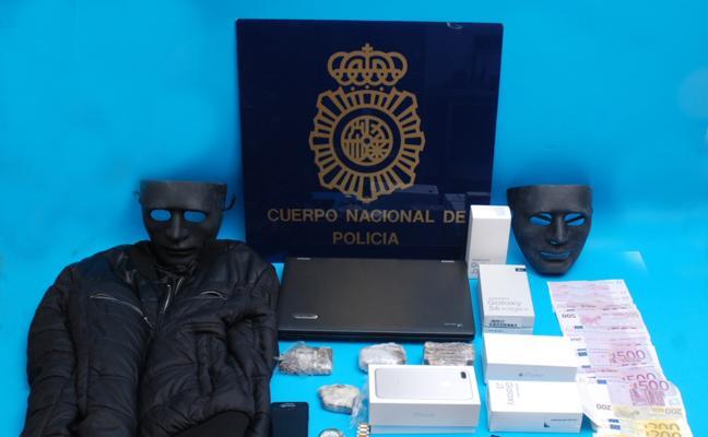 Detienen en Fuengirola a dos atracadores y a la persona que los extorsionaba para delinquir
