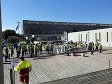 Policías locales de Vélez se manifiestan en la Diputación