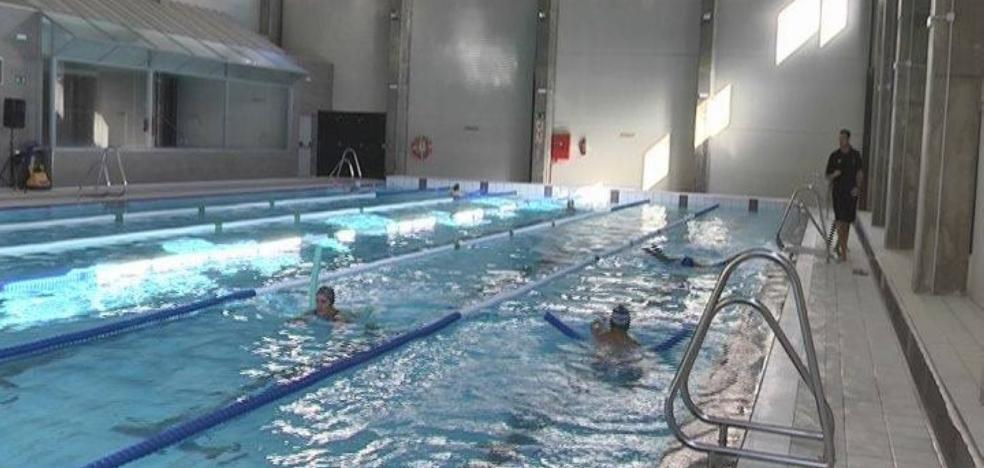 La piscina de Sabinillas alcanza en su primer mes los 500 socios
