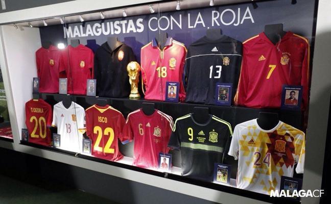 El museo del Málaga ya cuenta con la vitrina 'Malaguistas con La Roja'