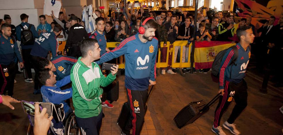 Isco, el más aclamado en la llegada de la selección española a Málaga