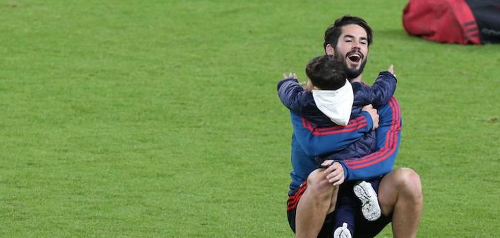 Isco se entrena con su hijo en La Rosaleda