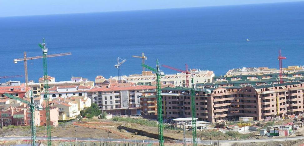 Las grandes promotoras nacionales compiten por liderar el nuevo auge inmobiliario de la Costa del Sol