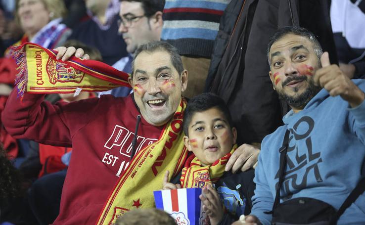 Los aficionados vibran con la selección en La Rosaleda