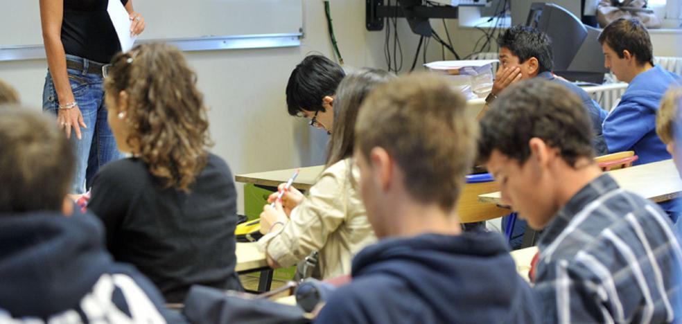 El Defensor del Pueblo Andaluz actúa de oficio ante la «falta» de docentes para cubrir bajas en los institutos