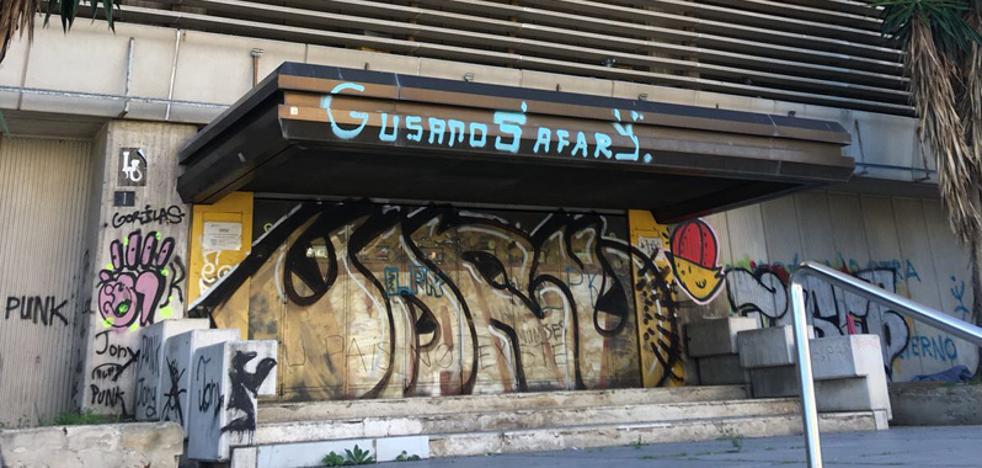 Quejas por la situación del edificio de Correos: un rincón degradado