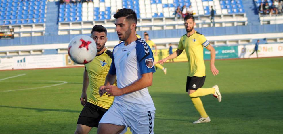 Luis Rioja levanta al Municipal ante el Écija y sitúa tercero al Marbella (3-0)