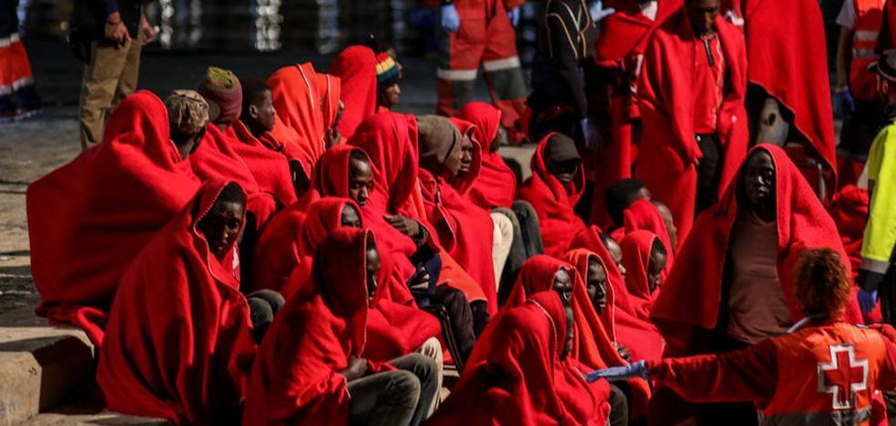 Cruz Roja, desbordada al duplicarse los inmigrantes que rescatan ante la costa