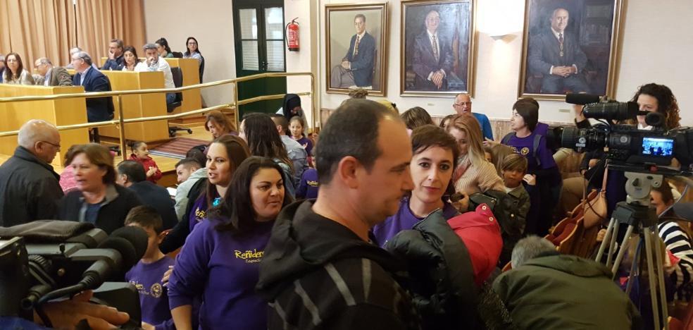 Alumnos no asisten a clase en protesta por las picaduras de pulgas en un colegio de Vélez