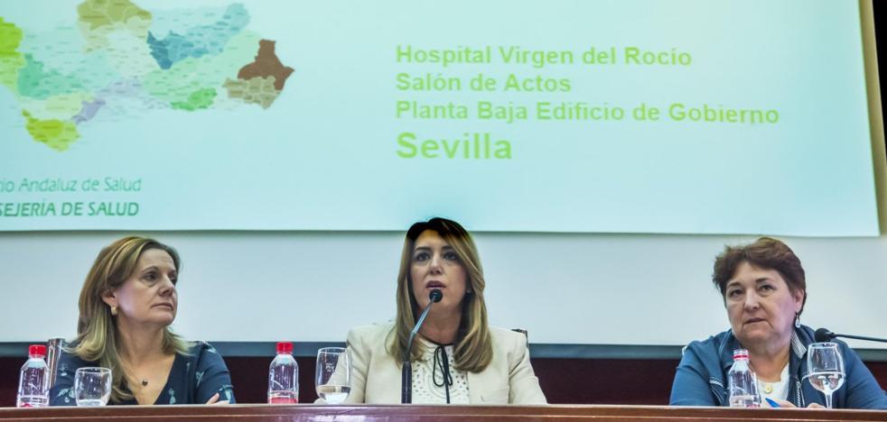 Susana Díaz arremete contra la sanidad privada en una cumbre con directivos del SAS