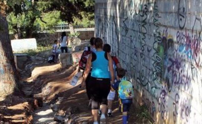 La compra de un terreno en El Pinillo abrirá el acceso a un colegio y al Cercanías