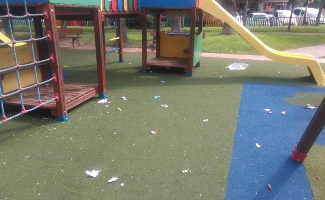Puerta Blanca: suciedad en un parque