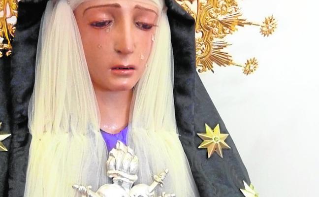 Enrique Salvo restaura una Dolorosa barroca del Santo Ángel