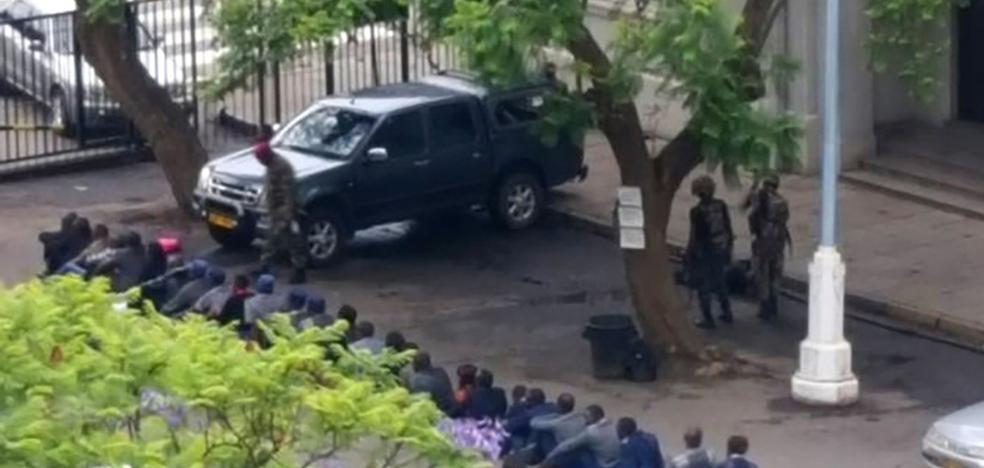 Mugabe negocia su salida del poder