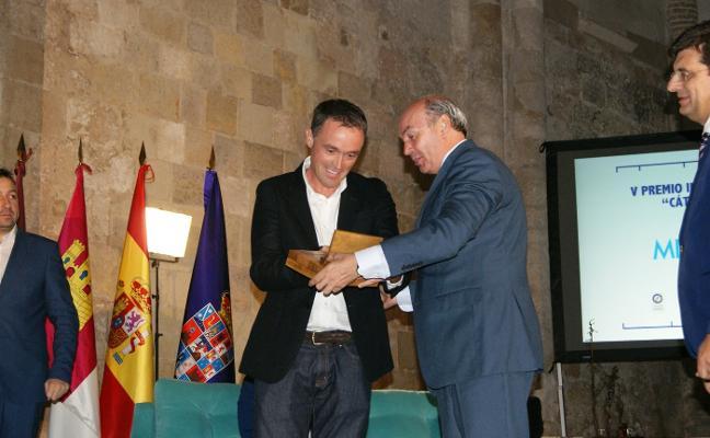 Mikel Ayestaran recoge el Premio Manu Leguineche