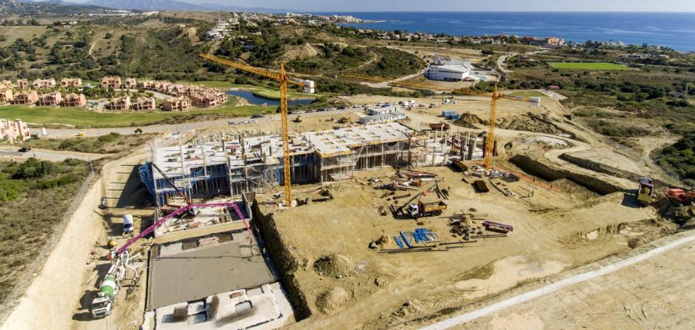 Estepona abona más de un millón de euros por las obras del Hospital