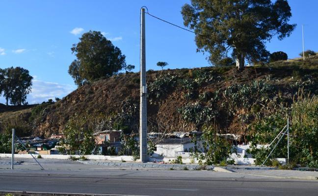 La solución del principal núcleo chabolista de Vélez-Málaga sigue en vía muerta un año después