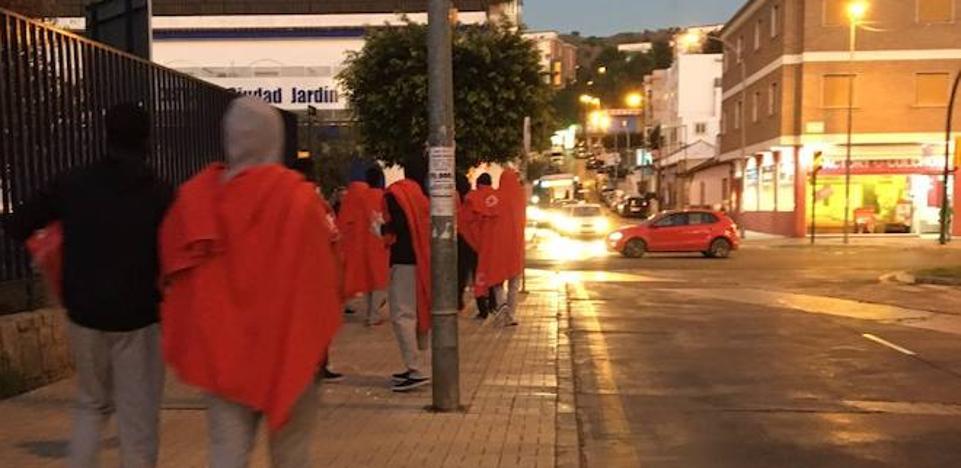 El Ayuntamiento acoge a un centenar de inmigrantes que se habían quedado en la calle