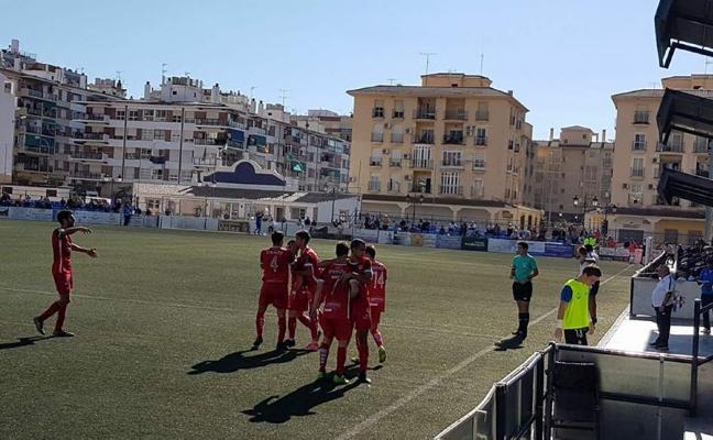 Un gol de Miguelito da el triunfo al Rincón en el derbi de la Axarquía