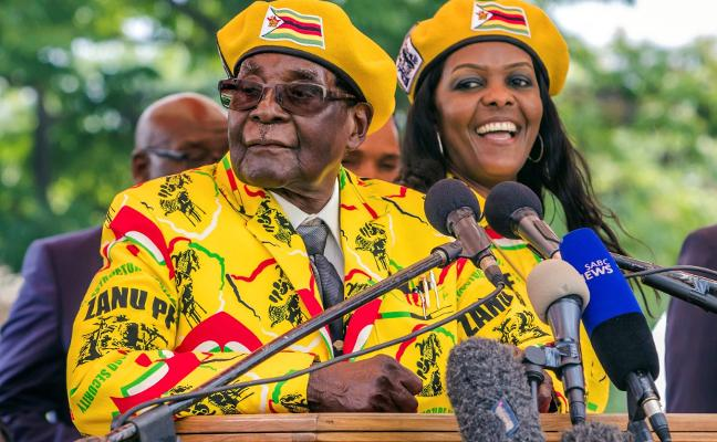 Mugabe se enroca pese a ser destituido al frente de su partido