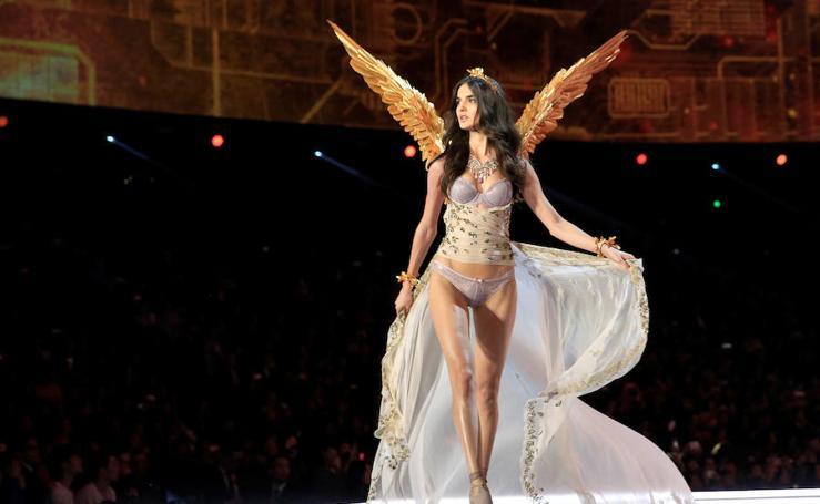 Blanca Padilla, la española que arrasa en el desfile de Victoria's Secret