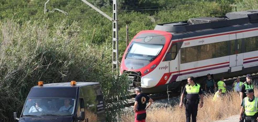 Los padres de Lucía Vivar, la niña hallada muerta en la vía del tren de Pizarra, piden 20 aclaraciones sobre el informe