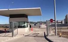 Los inmigrantes piden '¡Libertad!' desde el interior de la cárcel de Archidona