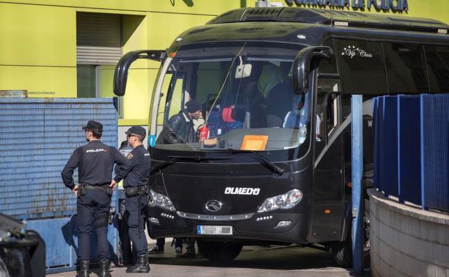 Zoido defiende la decisión de los jueces de Murcia de trasladar a los inmigrantes a Archidona