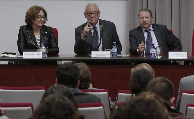 Juristas abogan por una reforma constitucional para encauzar el modelo territorial español
