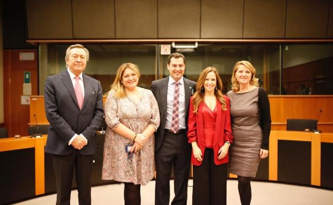 Moreno propone aumentar los puntos de carga de coches eléctricos en Andalucía