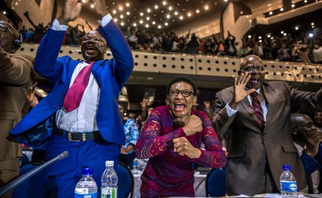 La dimisión de Mugabe pone fin a un régimen de 37 años