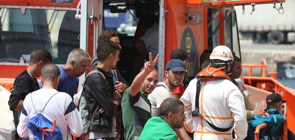 Rescatan a 20 inmigrantes de origen magrebí frente a las costas de Málaga