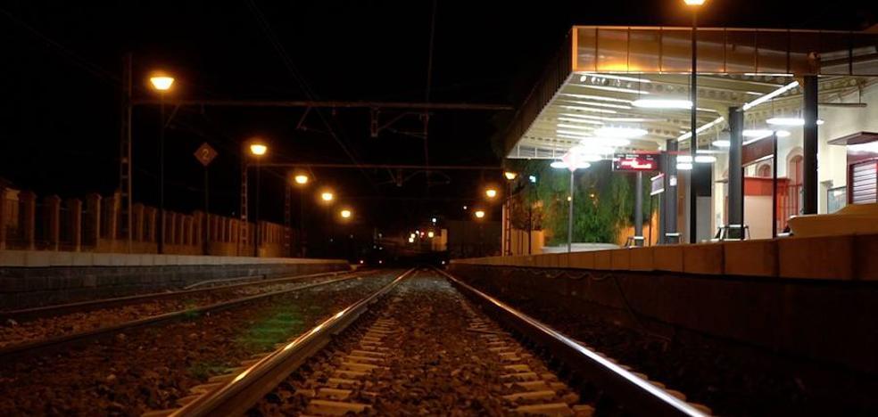 La jueza quiere saber si se pidió interrumpir el tráfico ferroviario tras la desaparición de Lucía Vivar en Pizarra