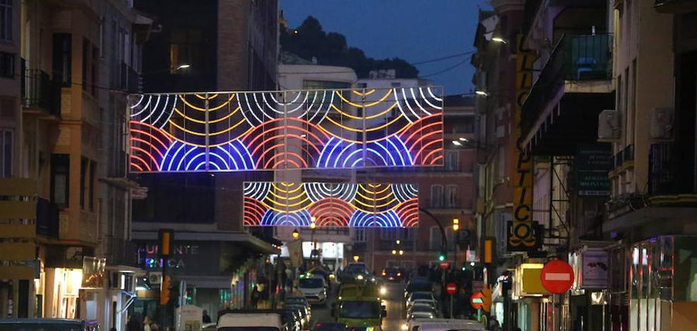 Así brilla el alumbrado navideño en las otras calles de Málaga