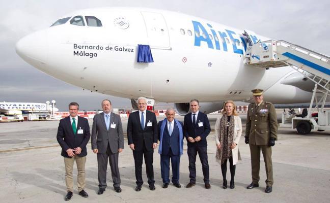 Air Europa rinde homenaje a Bernardo de Gálvez con el bautizo de un avión con el nombre de este célebre malagueño
