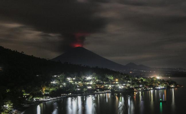 El volcán Agung pone en jaque el negocio turístico de Bali