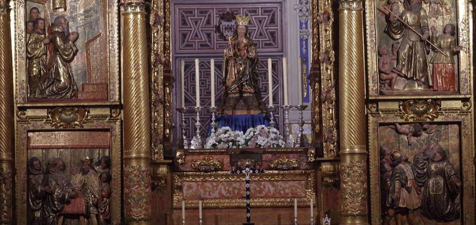 La Patrona de Málaga protagoniza una insólita estampa en su camarín