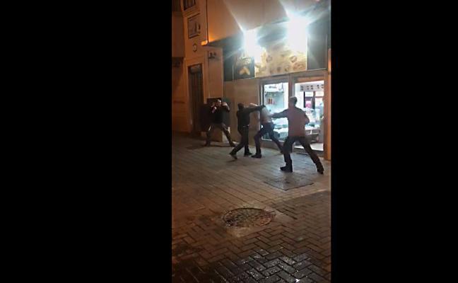 Arrestan al joven acusado de arrancarle parte de la oreja a otro de un mordisco en Málaga