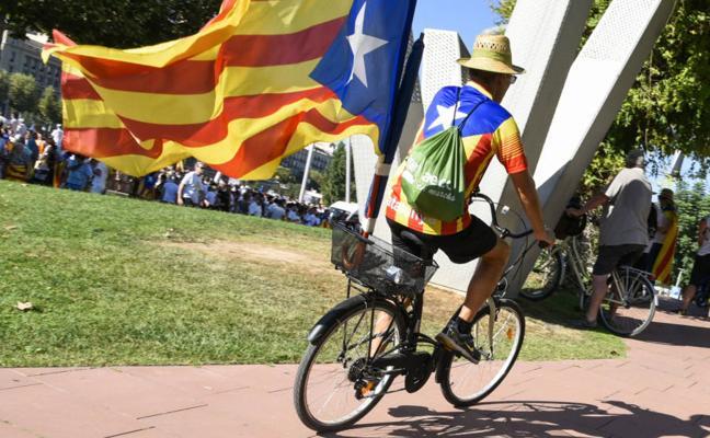 La salida de empresas desde Cataluña vuelve a cifras mínimas, pero son ya 2.819
