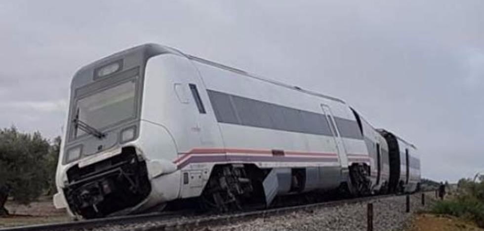 Susana Díaz exige a Adif que explique por qué se reabrió la vía en la que ha descarrillado el tren Málaga-Sevilla