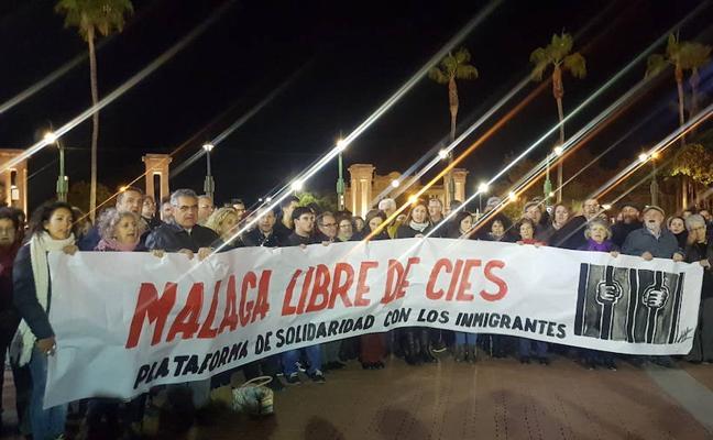 Cien personas claman contra el internamiento de Extranjeros en la prisión de Archidona