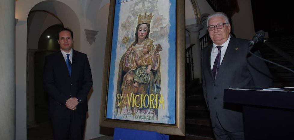 El pintor Raúl Berzosa plasma a la Virgen de la Victoria para anunciar sus aniversarios