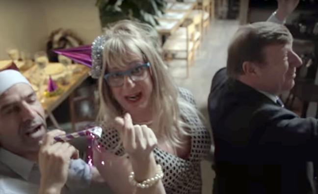 Las comidas navideñas de empresa, nuevo vídeo viral de Los Morancos