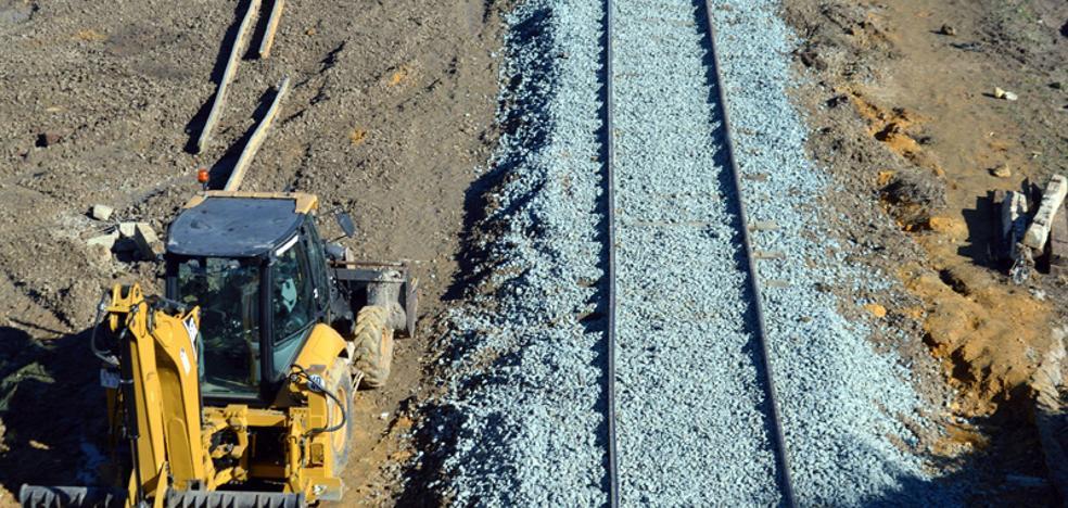 Reabren el tramo de vía cortado tras el descarrilamiento del tren Málaga-Sevilla