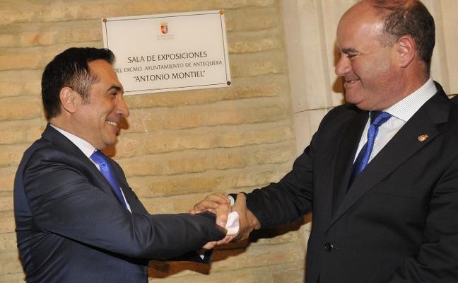 Montiel da nombre a la sala de exposiciones del Ayuntamiento de Antequera