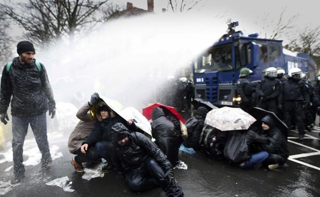Los 'ultras' alemanes debaten sobre su futuro en medio de grandes protestas